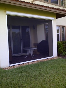 Small patio white with black tuff